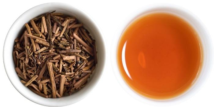 ほうじ茶水色と茶葉