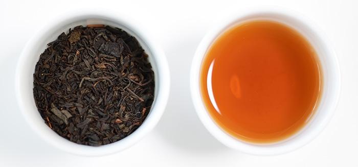 紅茶水色と茶葉