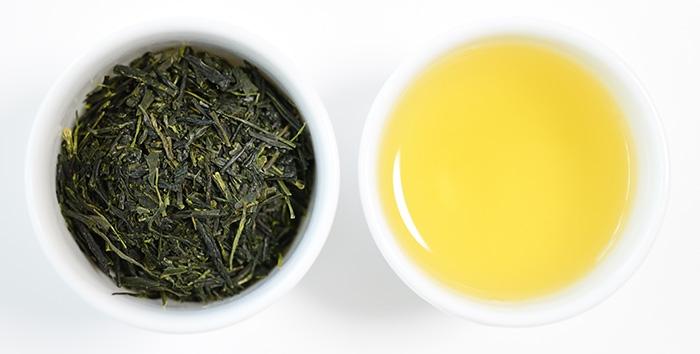 煎茶水色と茶葉